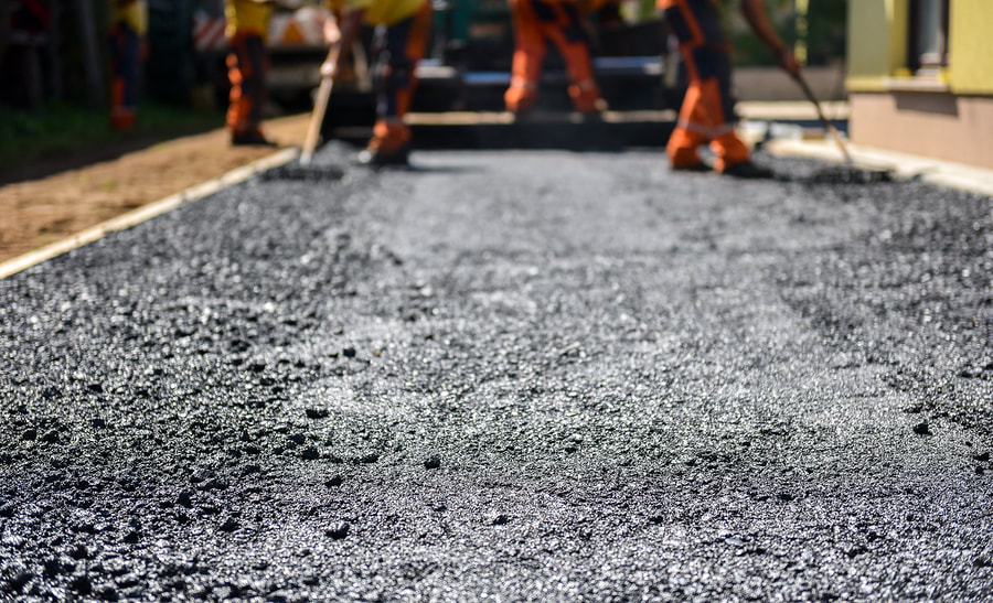 roads paving asphalt workers